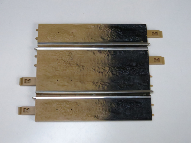 """Ninco """"Off Road"""" baanstuk 1/2 half recht (20cm) (overgang naar zwart)"""