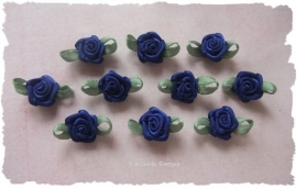 (Rb-012a) 10 satijnen roosjes met blaadje - royal blue - 17mm