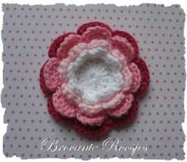 (BLh-078) Gehaakte bloem - 4 kleuren - wit/l.roze/roze/fuchsia - 55mm