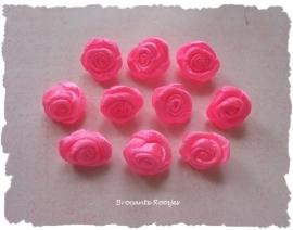 (RM-007a) 10 satijnen roosjes - fel roze - 15mm