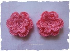 (BLh-037b) 2 gehaakte bloemetjes - koraal roze - 25mm