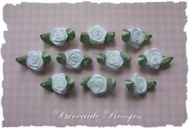 (RMb-020) 10 satijnen roosjes met blaadje - wit - 27mm