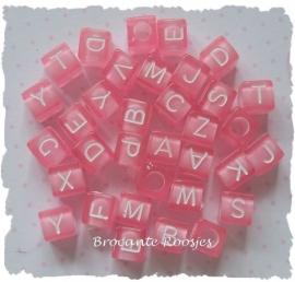 (LET-001roze) Letterkraal - kubus - transparant roze