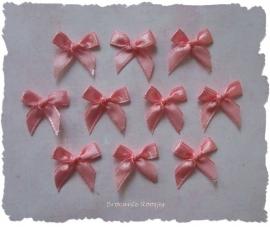 (S-008) 10 satijnen strikjes - zacht perzik roze