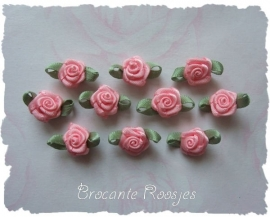 (Rb-004) 10 satijnen roosjes met blaadje - zacht roze - 17mm