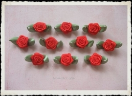 (RMb-025) 10 satijnen roosjes met blaadje - rood - 27mm