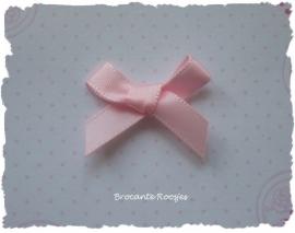 (Sz-007) Strikje - zelfklevend - licht roze - 25mm