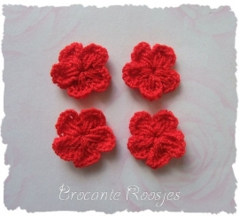 (BLh-008) 4 gehaakte bloemetjes - rood - 2cm