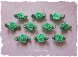 (Rb-019) 10 satijnen roosjes met blaadje - groen - 17mm