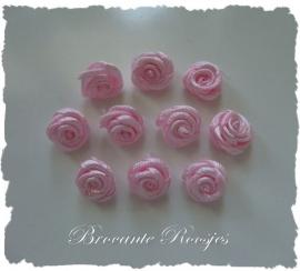 (RM-002) 10 satijnen roosjes - baby roze - 15mm