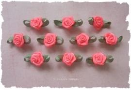 (Rb-006a) 10 satijnen roosjes - met blaadje - neon roze - 17mm