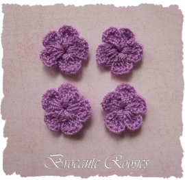 (BLh-011) 4 gehaakte bloemetjes - lavendel - 2cm