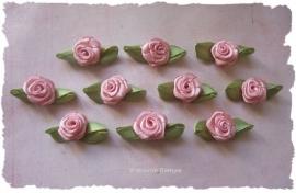 (RMb-003a) 10 satijnen roosjes met blaadje - oudroze - 3cm