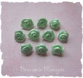 (R-028) 10 satijnen roosjes - zacht groen - 10mm