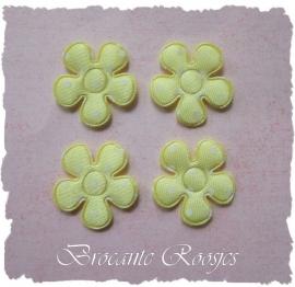 (BLs-006a) 4 polka dot bloemetjes - satijn - geel - 2cm