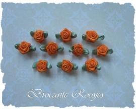(Rb-018) 10 satijnen roosjes met blaadje - oranje - 17mm
