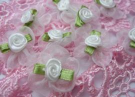 (BLO-010) 4 organza bloemetjes met roosje - wit - 25mm