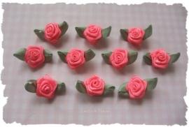 (RMb-023a) 10 satijnen roosjes met blaadje - neon roze- 27mm