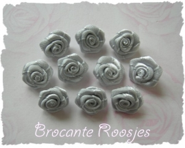 (RM-014) 10 satijnen roosjes - grijs - 15mm
