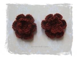 (BLh-054) 2 gehaakte bloemetjes - bruin - 25mm
