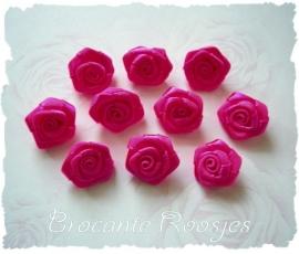 (RM-008) 10 satijnen roosjes -  fuchsia - 15mm