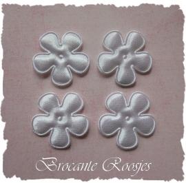 (BLE-010) 4 satijnen bloemen - wit - 25mm