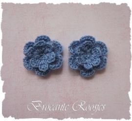 (BLh-043) 2 gehaakte bloemetjes - jeans blauw - 25mm