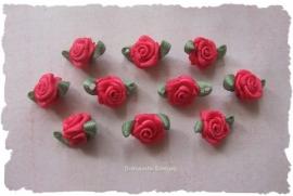 (Rb-006b) 10 satijnen roosjes - met blaadje - fuchsia - 17mm