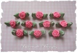 (RMb-023) 10 satijnen roosjes met blaadje - roze - 27mm
