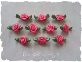 (Rb-006) 10 satijnen roosjes met blaadje - roze - 17mm
