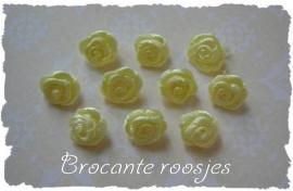 (R-009) 10 satijnen roosjes - geel - 10mm