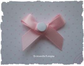 (DIV-007) 50 dubbelzijdig klevende stickertjes voor geboortekaartjes  - rond - 5mm