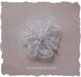 (BLro-001) Bloem-rozet - kant - wit - 3cm