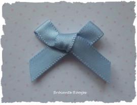 (Sz-015) Strikje - zelfklevend - licht blauw - 25mm