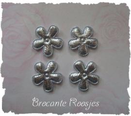 (BLd-041) 4 zilveren bloemetjes - 2cm