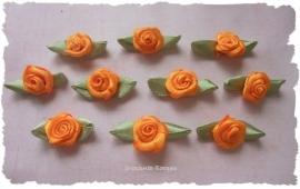 (RMb-012a) 10 satijnen roosjes met blaadje - oranje - 3cm
