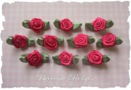 (RMb-024) 10 satijnen roosjes met blaadje - azalea - 27mm
