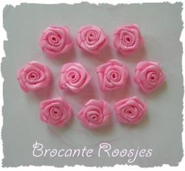 (RM-004) 10 satijnen roosjes - roze/fuchsia - 15mm