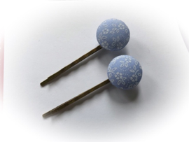 (Skf-020d) Stofknoopje - flatback - 18mm - vintage - bloemetjes - blauw (zonder speld)
