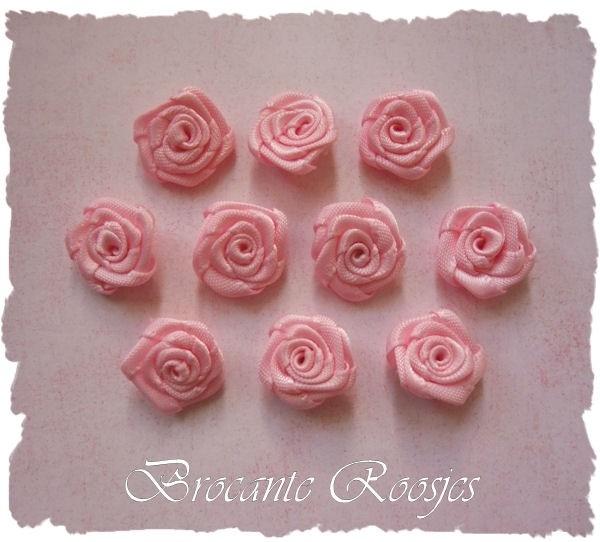 (RM-005) 10 satijnen roosjes - lichtroze - 20mm