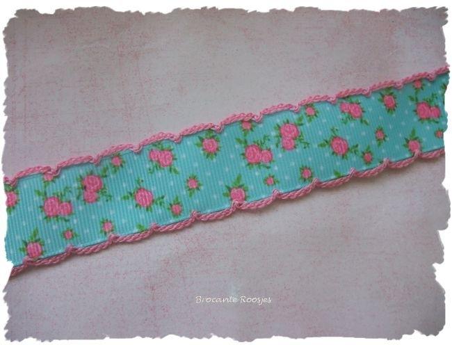 (RO-004) Roosjesband met gehaakt randje - aqua/roze
