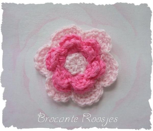 (BLh-074) Gehaakte bloem - lichtroze/roze - 3,7cm