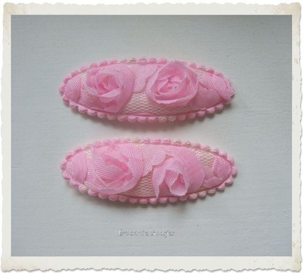 (HOo-006) 2 hoesjes - ovaal - roosjeskant - roze