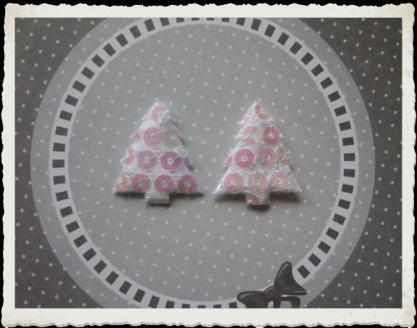 (KE-002) 2 kerstboompjes - pailletjes - wit - 25mm