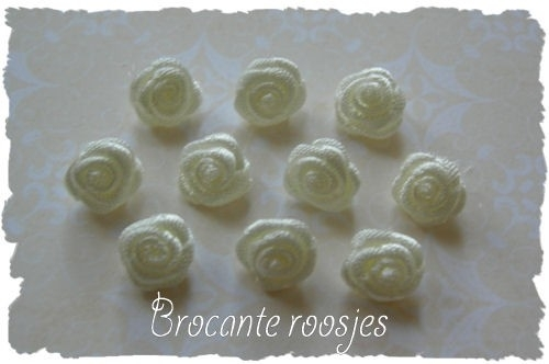 (R-002) 10 satijnen roosjes - ivoor/creme - 10mm