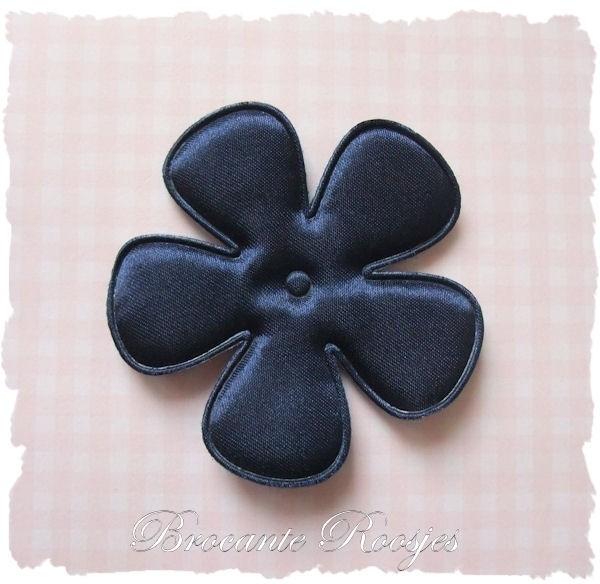 (BLE-084) Bloem - satijn - donkerblauw - 65mm