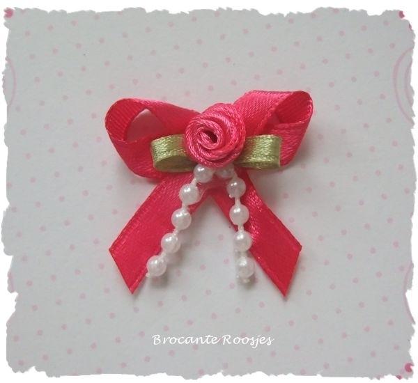 (Sd-003) Strikje met roosje & parelkettinkje - fuchsia