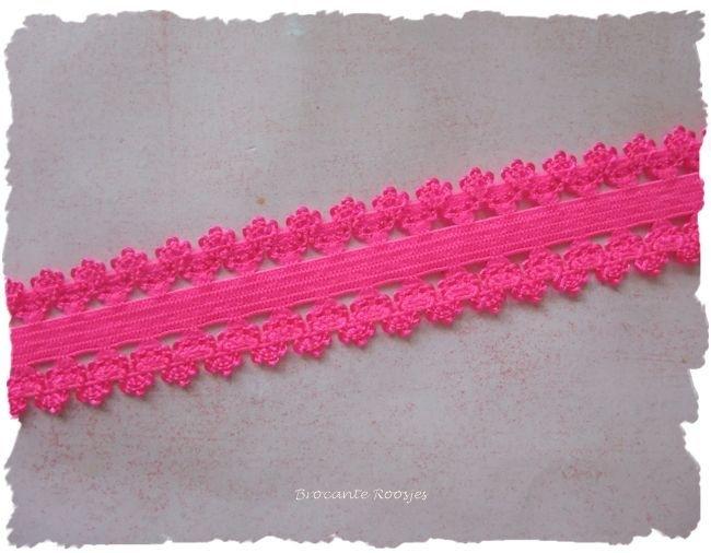 (O-007) Elastisch band met kantje - neon roze - 22mm breed - 50cm