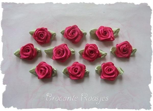 (RMb-005) 10 satijnen roosjes met blaadje - azalea - 3cm
