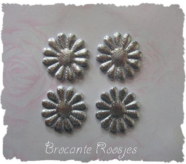(BLd-044) 4 zilveren bloemetjes - 27mm